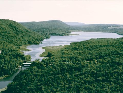 vue aérienne lac memphrémagog